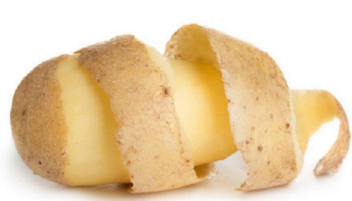 बटाट्याच्या सालींचे अनेक फायदे