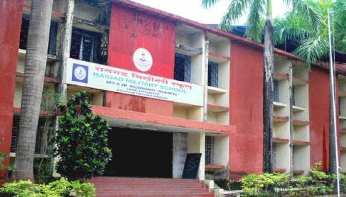 रायगड मिलिटरी स्कूलला बँकेने ठोकले सील