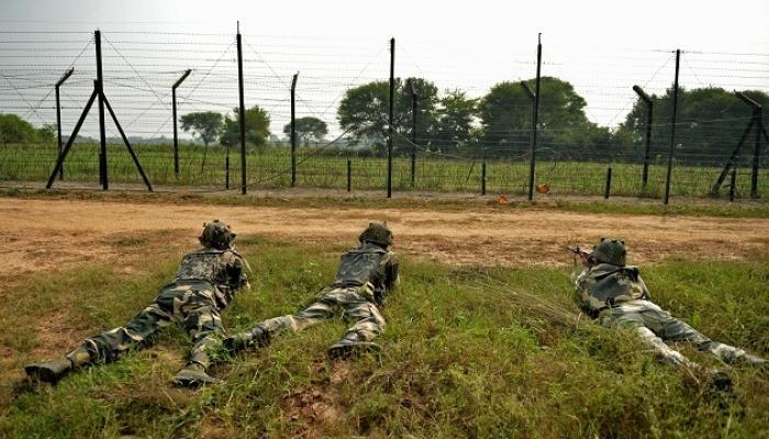 जम्मू-कश्मीरमध्ये तीन दहशतवाद्यांना कंठस्नान