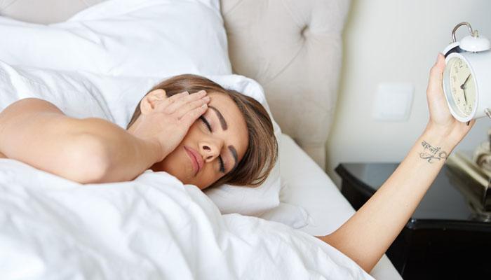 या टिप्स तुम्हाला सकाळी लवकर उठण्यासाठी मदत करतील
