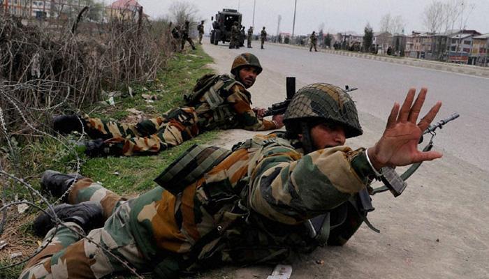 काश्मीरमध्ये सीआरपीएफच्या जवानांवर दहशतवादी हल्ला
