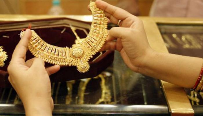 सोन्याच्या किंमतीत १५० रुपयांची घट