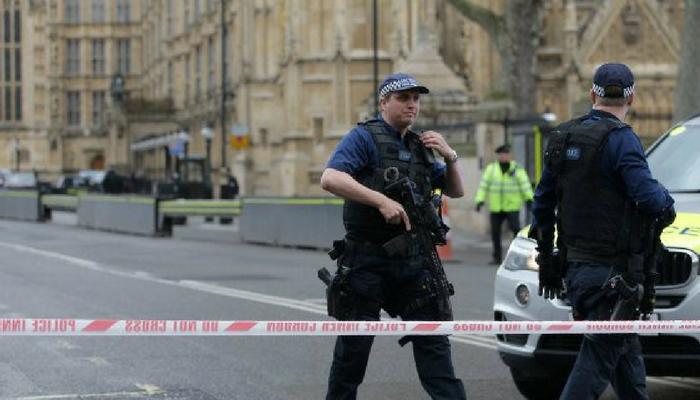 व्हिडिओ : ब्रिटन संसदेजवळ दहशतवादी हल्ला, हल्लेखोर ठार