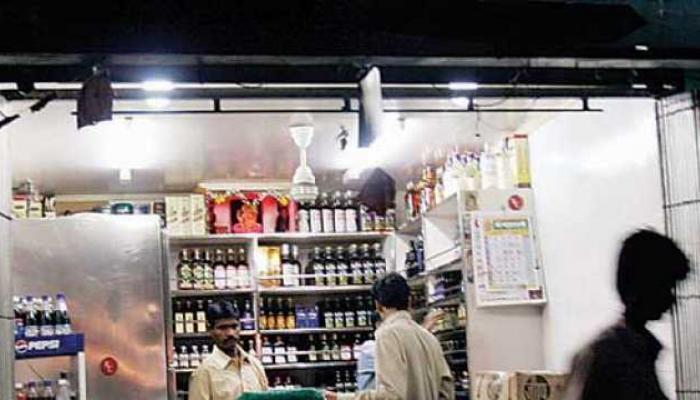 'हायवेवरील मद्यविक्री दुकाने बंद रहाणार, बार आणि रेस्ट्रॉरन्ट नाही'
