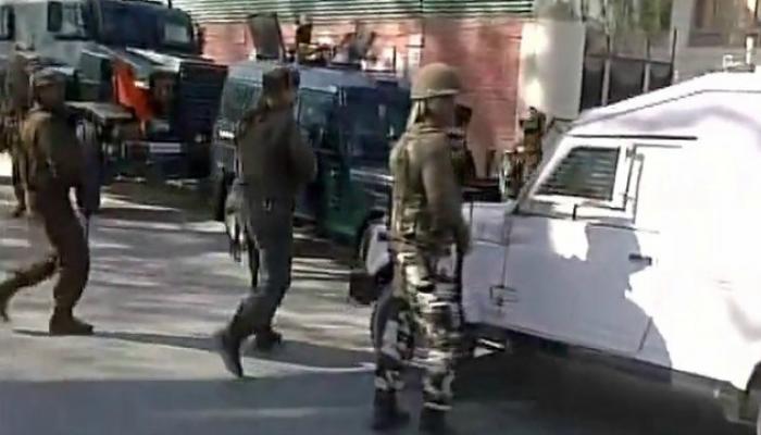 दहशतवाद्यांचा सीआरपीएफच्या ताफ्यावर हल्ला, ६ जवान जखमी