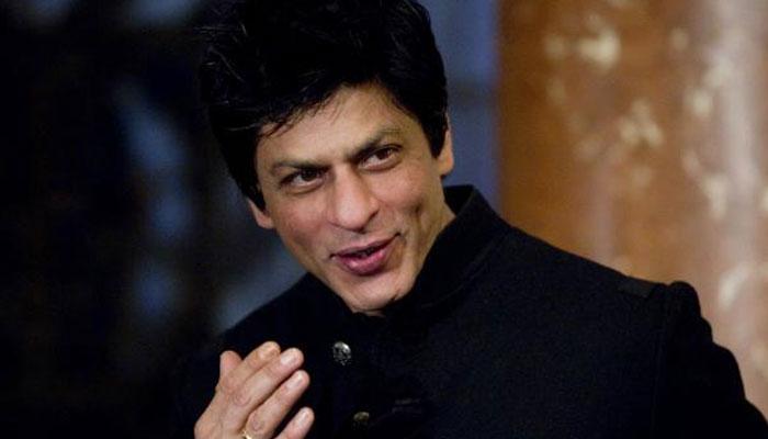 किंग खानचा हॉलीवुडच्या दिग्दर्शकासोबत 'लुंगी डान्स'