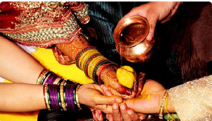 शेतमजुरांच्या ११ मुलींचा सामूहिक विवाह थाटात