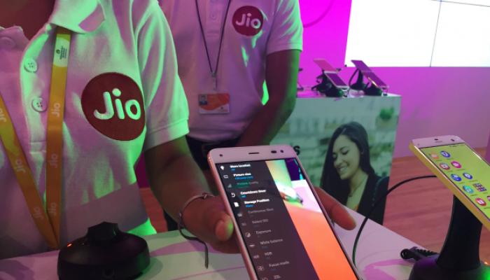 जिओचा इंटरनॅशनल कॉल रेट केवळ ३ रुपये प्रति मिनिट