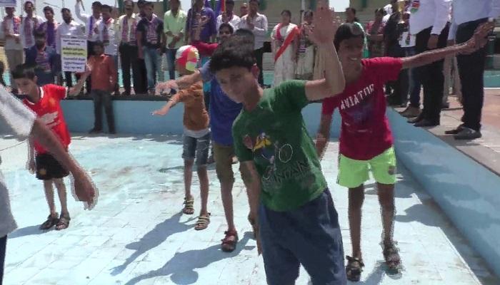 कोरड्या स्विमिंग पूलमध्ये महापौर चषक स्पर्धा, मनसेचे आंदोलन