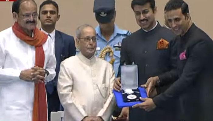 राष्ट्रीय चित्रपट पुरस्कार वितरण : अक्षय कुमार, सोनम कपूर सन्मानित; मराठीचा बोलबाला