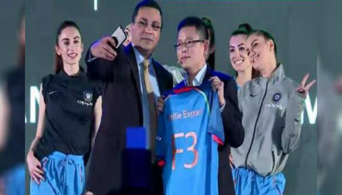 टीम इंडिया नव्या जर्सीत मैदानात