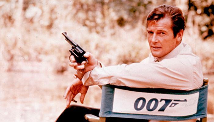 सातवेळा जेम्स बॉडची भूमिका करणारे अभिनेता रॉजर मूर यांचे निधन