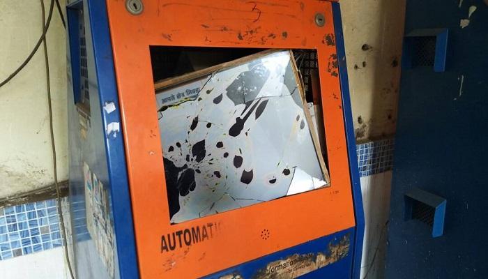 अंबरनाथमध्ये एटीव्हीएम मशीनची तोडफोड
