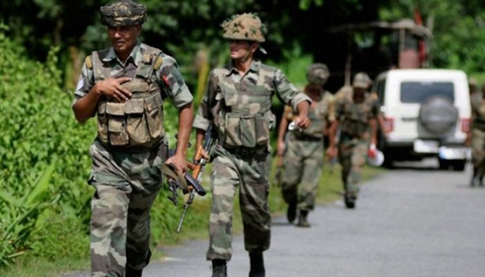 जवानांच्या ताफ्यावर दहशतवादी हल्ला, १ जवान शहीद