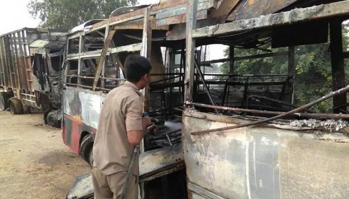 ट्रक - बस भीषण अपघातात २० प्रवाशांचा होरपळून मृत्यू