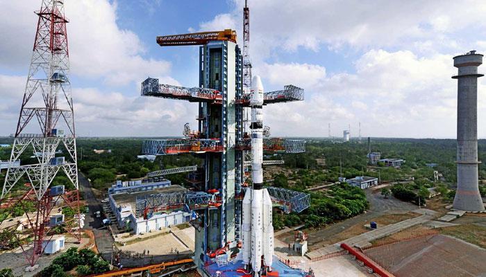 इस्रो आज एकूण ३१ उपग्रह अवकाशात धाडणार