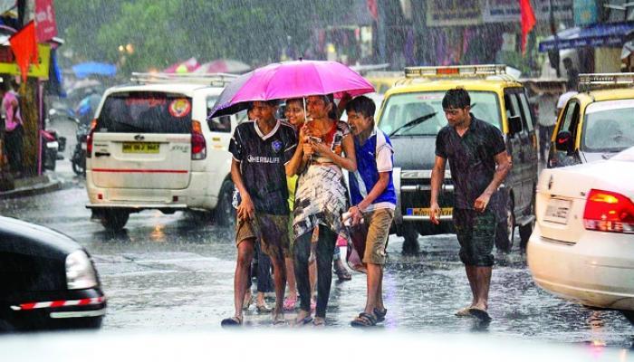 मुंबई आणि उपनगरांत मुसळधार पाऊस