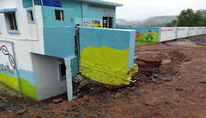 पहिल्या पावसात माळीणच्या नव्या घरांना तडे, रस्ते खचले...