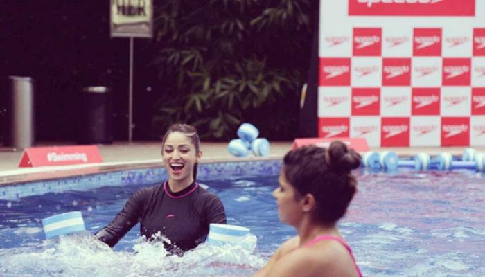 video : यामी गौतमने स्वीमिंग पूलला बनविले जिम, पाण्यात केला योगा...