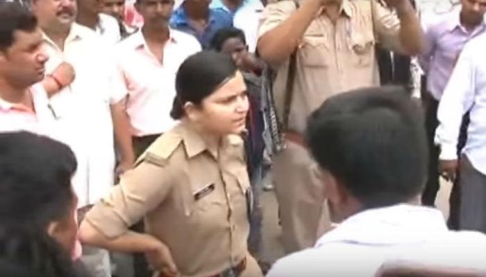 'लेडी सिंघम'ची भाजप नेत्याला तंबी