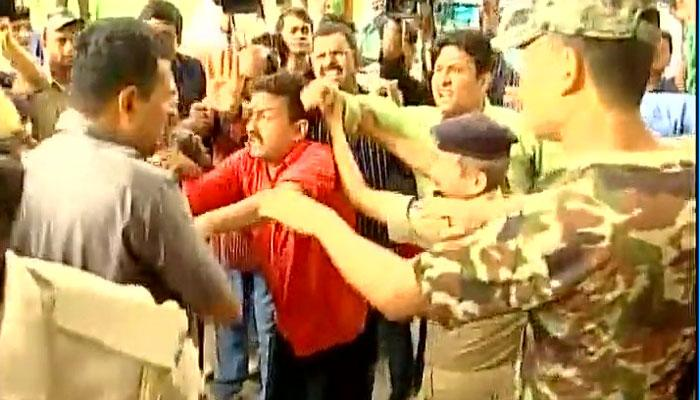 VIDEO : तेजस्वी यादव यांच्या सुरक्षारक्षकांची पत्रकाराला मारहाण