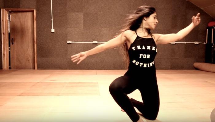 VIDEO : या तरुणीनं आपल्या डान्सनं जिंकलीत प्रेक्षकांची मनं!