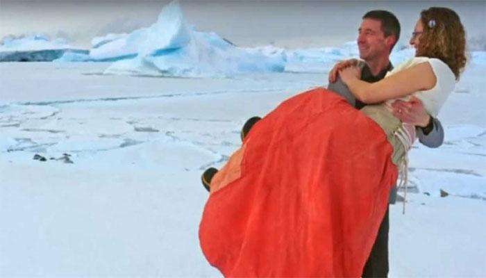 व्हिडिओ :...जेव्हा गोठवणाऱ्या थंडीत जोडप्यानं रचला विवाह!