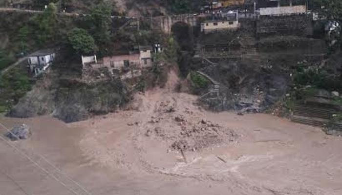 जम्मू-काश्मीरमधल्या डोडामध्ये ढगफुटी, अख्खं कुटुंब जमिनीखाली