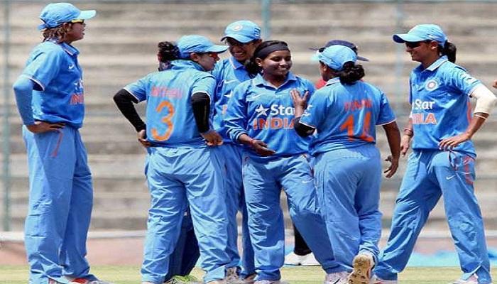 महिला क्रिकेट संघाला शुभेच्छा देताना राजीव शुक्ला चुकले