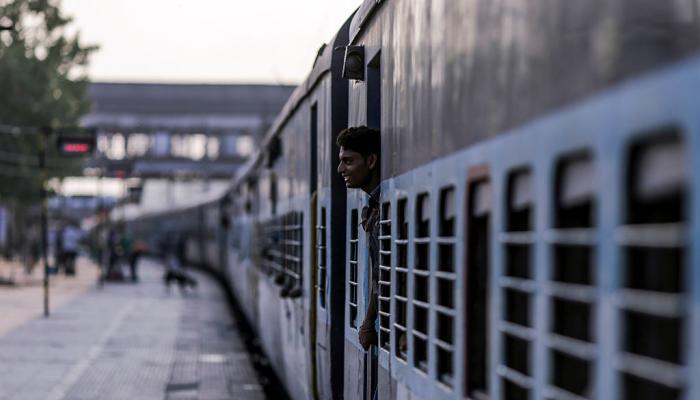 कोकण रेल्वे मार्गावरील जलद गाड्यांना पेण थांब्यासाठी आंदोलन