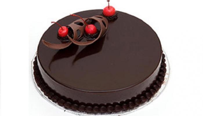 वाढदिवशी केकमधून पत्नीला विष देण्याचा प्रयत्न, पती फरार