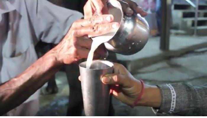 कोल्हापूरचा प्रसिद्ध मिरजकर दूध कट्टा