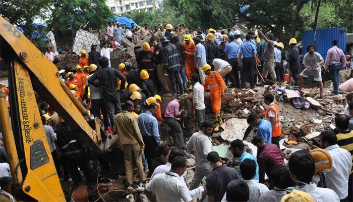घाटकोपर इमारत दुर्घटना : मृतांच्या कुटुंबीयांना २ लाखांची मदत