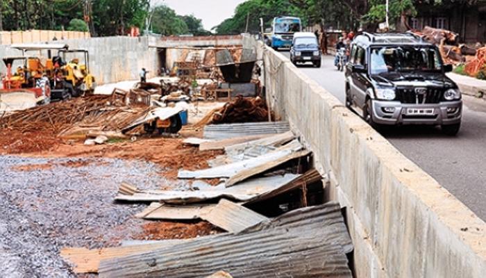 कोकणातल्या रस्त्यांचा मुद्दा पुन्हा ऐरवणीवर, रस्ते निधीसाठी लोकप्रतिनीधी एकत्र