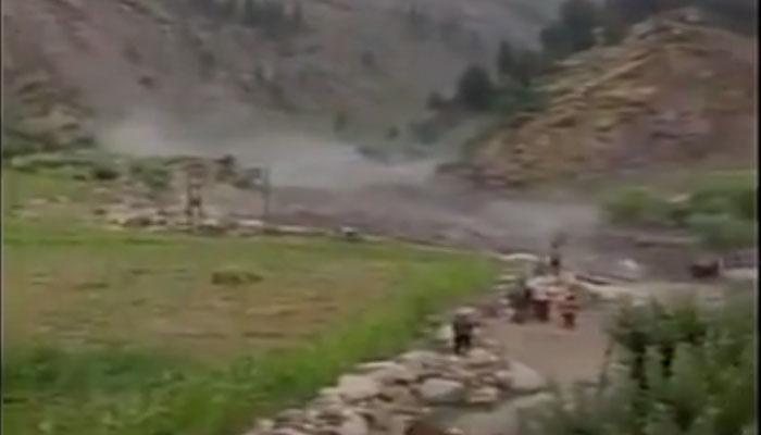 हिमाचल प्रदेशात झालेल्या ढगफुटीमुळे पूल गेला वाहून...