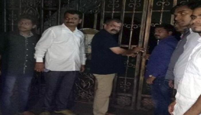 'मुंबई विद्यापीठाला ठोकले टाळे'