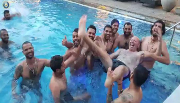 कसोटी क्रिकेट सिरीज जिंकल्यावर टीम इंडीयाने केली धमाल...