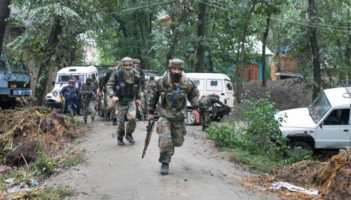 जम्मू-काश्मीरमध्ये ३ दहशतवाद्यांना केलं ठार, २ जवान शहीद