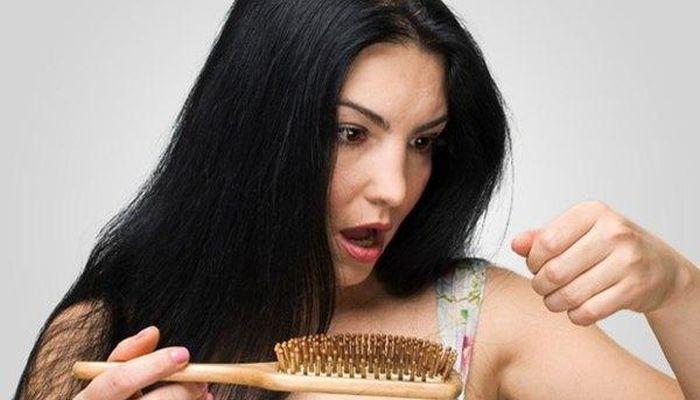 या '५' पोषकघटकांनी रोखा मेनोपॉजच्या वेळेस उद्भवणारी केसगळतीची समस्या !