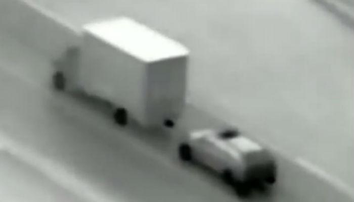 १०० किमी स्पीड असलेल्या गाडीत चोरी (व्हिडिओ)