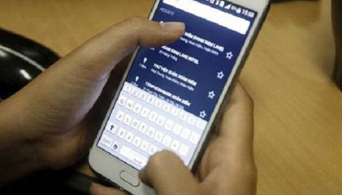 मुंबई रेल्वे स्थानकात  मोबाईल चोरी, दोघांना अटक