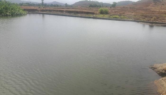 गावकऱ्यांसाठी त्याने २७ वर्षे जमीन खोदून तलाव बनवला