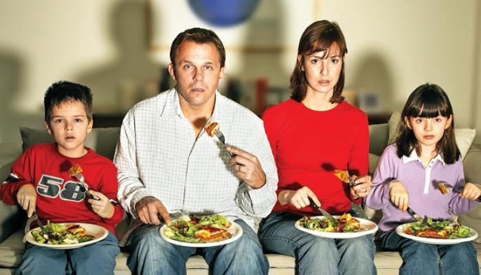 .. म्हणून जेवताना टी.व्ही पाहणं टाळाच