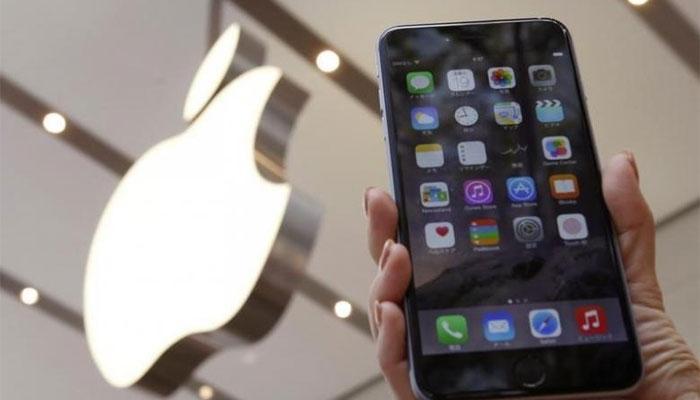 अन् iPhone 8 Plus चार्जिंग करताना फुटला