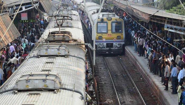 मुंबईत या स्टेशनवर फास्ट लोकल थांबणार नाही!