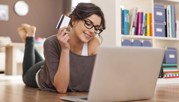 या वयाच्या मुली करतात सर्वात जास्त ऑनलाईन खरेदी
