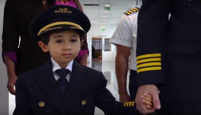 सहा वर्षाचा मुलगा झाला वैमानिक!