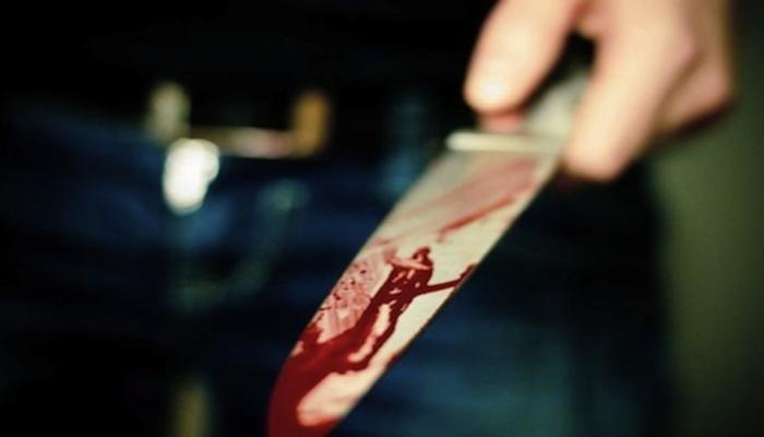 ऑफिसमध्ये घुसून महिलेवर तरूणाचा चाकू हल्ला