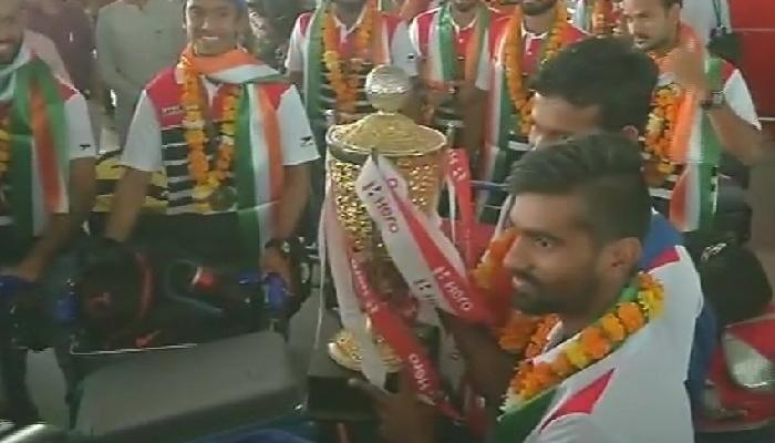 आशिया कप जिंकणाऱ्या भारतीय हॉकी संघाचं जोरदार स्वागत