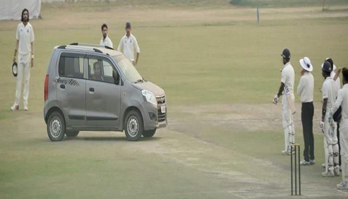 क्रिकेटच्या मैदानात अचानक कार घुसली आणि...